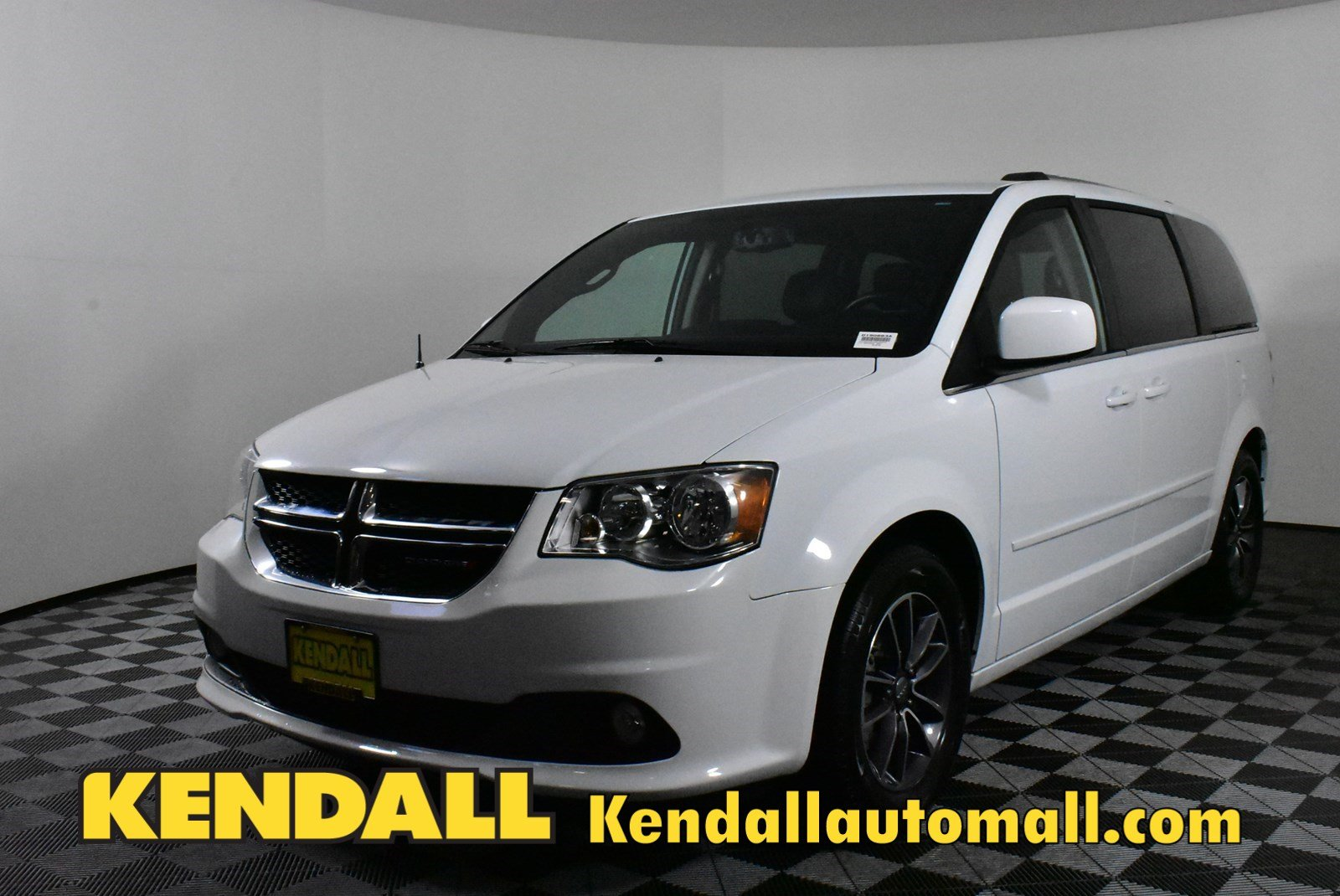 Pre Owned 2017 Dodge Grand Caravan Sxt In Nampa D190663a Kendall At The Idaho Center Auto Mall